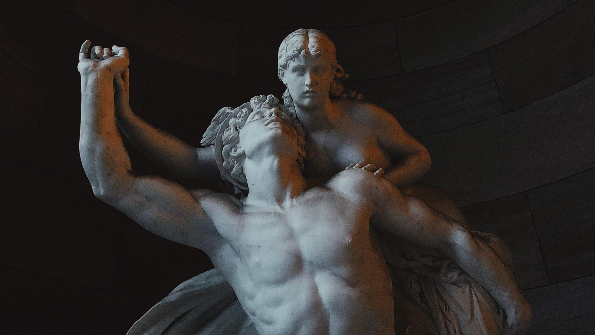 Скульптуры Микеланджело очистили при помощи бактерий, которые съели всю грязь