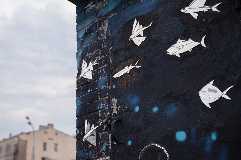 «Когда коммунальщики закрашивают нашу лисицу на Тверской, прохожие очищают ее монетками». Художники SkyFish