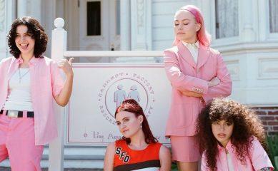 Фиби Бриджерс и группа MUNA выпустили песню Silk Chiffon